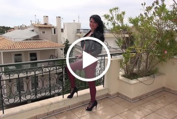 Alexandra-Wett: Geile Leder-Anal-Schlampe kommt auf Bestellung
