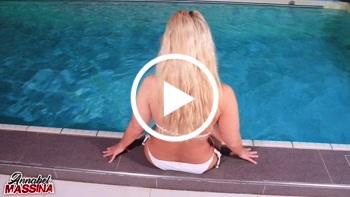 AnnabelMassina: Public Fick im Schwimmbad, riskanter Fick am Beckenrand