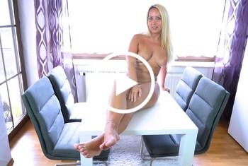 AnnabelMassina: Beine breit sei spritzbereit nach 4 Wo. Sexentzug