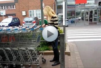 Anni-Trinity: Im Supermarkt heimlich gefilmt und abgeschleppt!!