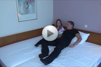 DonJohnXXX: StiefOnkel u Nichte er entjungfert sie