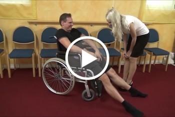 DonJohnXXX: ärztin fickt mit patienten rollstuhlfahrer im auf dem rollstuhl im krankenhaus