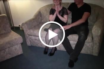 DonJohnXXX: Geile versaute Nachbarin auf der Couch fremdgefickt ohne Gummi und vollgespritzt