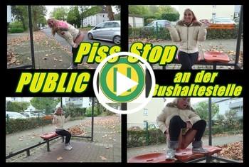 KacyKisha: Piss Stop - Public an der Bushaltestel