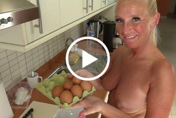 KacyKisha: Der Rührei Trick - 2 Eier fehlen noch Schwanz Entsaftung