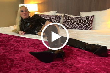 KacyKisha: Perverse Lederstiefel Bitch braucht es hart