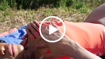 Leyla-Lips: Fingern bevor der Bauer kommt!