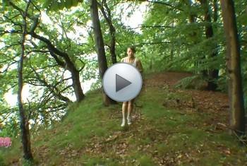 LissLonglegs: Fremdfick mitten im WaldIFremdsperma geschluckt!