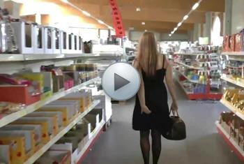 QueenParis: Skandal ! Anal-Plug-Walk im Einkaufscenter !!!