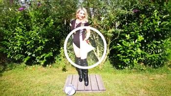 Sandybigboobs: WM Teaser Nummer 1 in schwarz