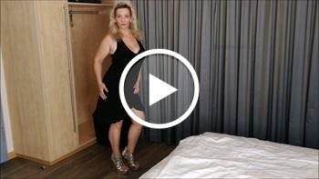 Sandybigboobs: I strip for you