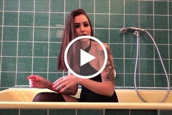 Sina-Valentini: MEIN 1. NS-VIDEO - NATURSEKT IN DER BADEWANNE
