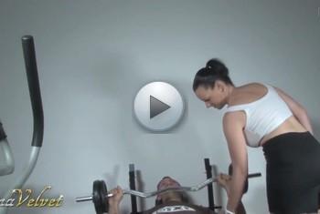SinaVelvet: Beim Training