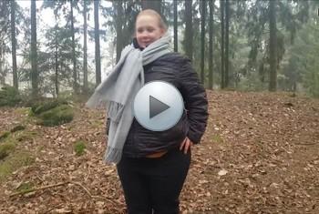 sexyvenushuegel: Privat!Beim Familien Treffen schnell in den Wald gepisst!