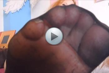 sexyvenushuegel: Kümmere Dich etwas um meine Füßchen
